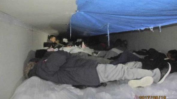 Mỹ giải cứu 60 người nhập cư trong thùng lạnh xe tải