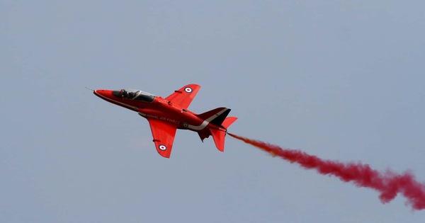 Máy bay trình diễn của Không lực Hoàng gia Anh gặp nạn