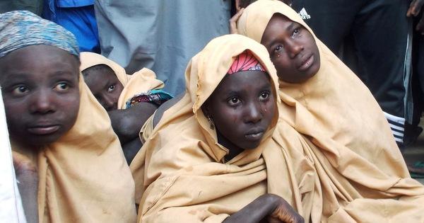 Rơi nước mắt cảnh đón 76 nữ sinh được khủng bố trả tự do