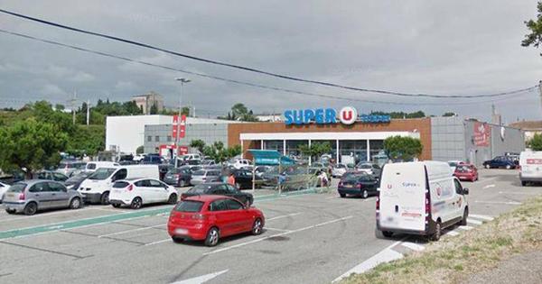 Nhiều con tin đang bị giữ trong siêu thị ở Pháp, 1 người chết