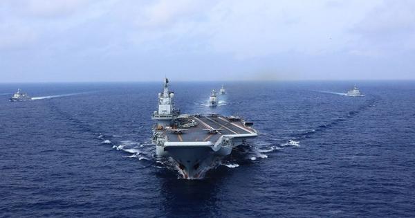 """Tàu sân bay Trung Quốc tập trận """"dằn mặt"""" Đài Loan"""