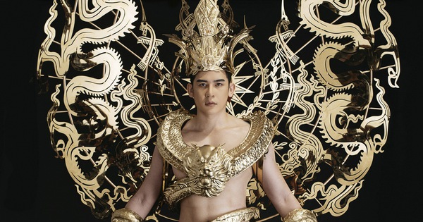 Trang phục dân tộc 40kg của đại diện Việt Nam thi Nam vương Quốc tế