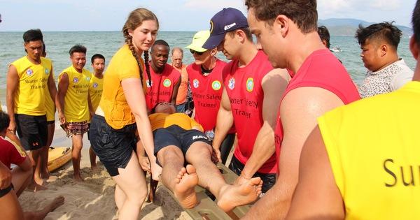 Xem Hải quân Hoa Kỳ tập cứu hộ trên biển Nha Trang