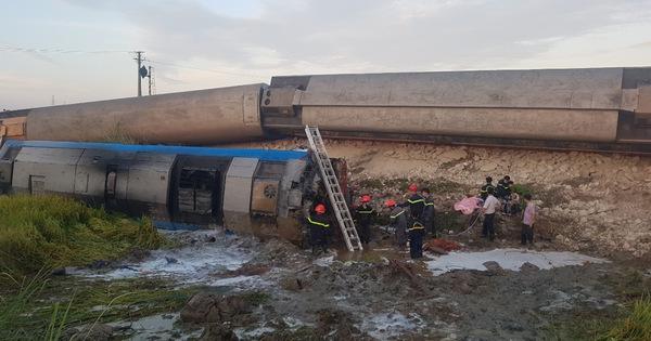 Lật 8 toa tàu hỏa, gần 10 người thương vong