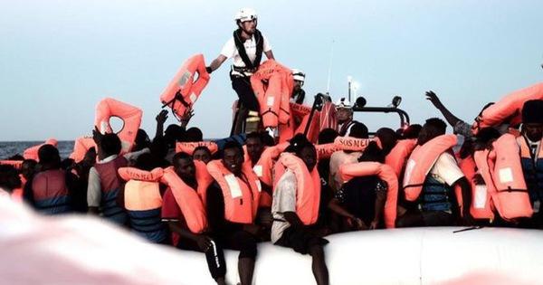 Ý từ chối tàu chở 629 người di cư cập cảng