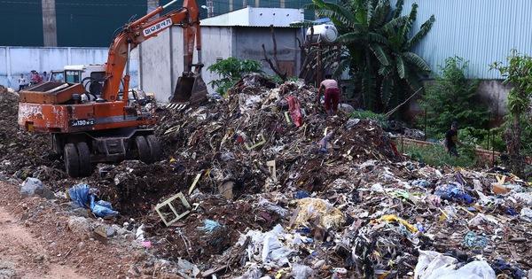 Bắt quả tang cơ sở chôn trộm 80 tấn rác thải công nghiệp