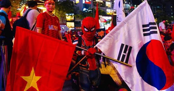 Hàng ngàn CĐV phố đi bộ Nguyễn Huệ: vui 'nổ trời' với bàn thắng của Văn Hậu - kết quả xổ số đồng tháp