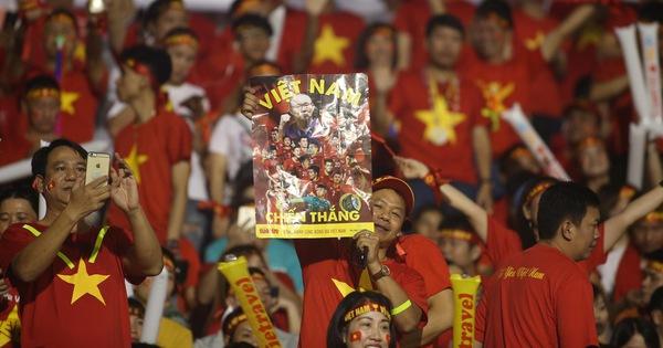 Poster Tuổi Trẻ theo chân cổ động viên đến sân Rizal Memorial cổ vũ đội tuyển Việt Nam - kết quả xổ số đồng tháp