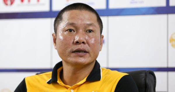 HLV Chu Đình Nghiêm  thất vọng vì học trò không thoát được lối chơi