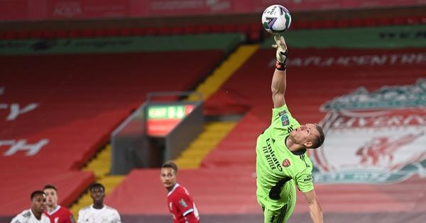 Leno tỏa sáng trên chấm luâu lưu, Arsenal đánh bại Liverpool tại Cúp Liên đoàn