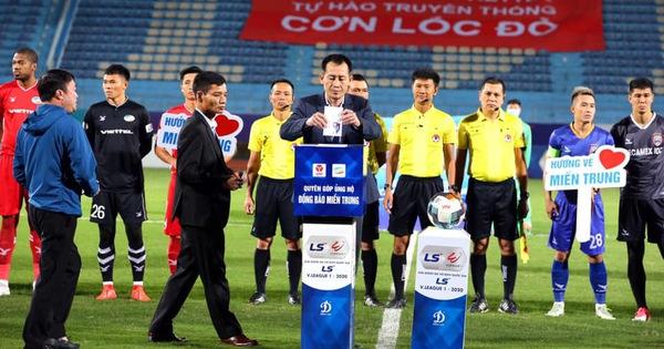 Bóng đá Việt Nam ủng hộ đồng bào miền Trung