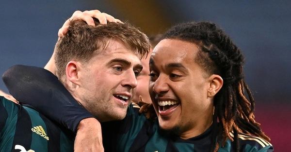 Leeds cắt mạch bất bại của Aston Villa nhờ cú hat-trick của Bamford