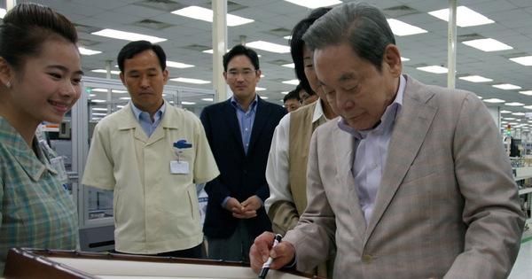 Cố chủ tịch Lee từng tự tay đốt hàng đống đồ Samsung kém chất lượng
