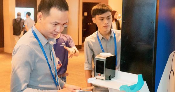 Startup Việt trình làng máy đo thân nhiệt thông minh
