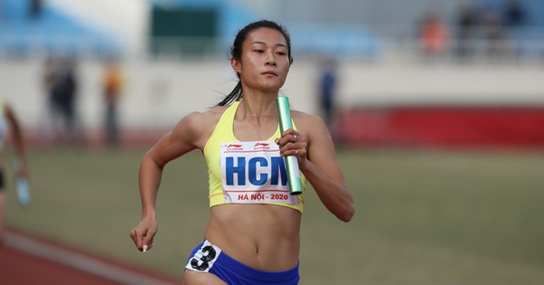 Lê Tú Chinh bật khóc dù giành 5 HCV cho điền kinh TP.HCM