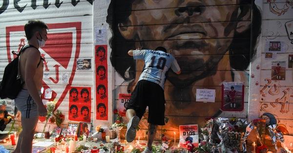 Dành cả trăm năm để tưởng nhớ Maradona