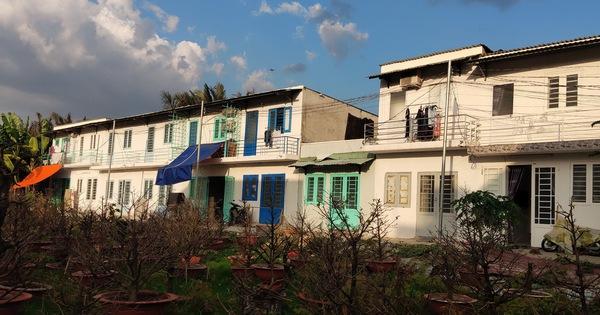 Chủ đất bao hàng rào kiên cố ngăn lực lượng vào cưỡng chế khu đất xây 38 căn nhà trái phép