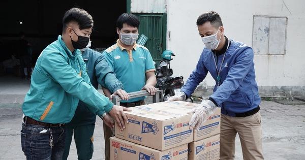 Tiếp viện khẩu trang và nước rửa tay miễn phí cho vùng dịch Sơn Lôi