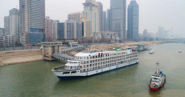 Trung Quốc điều 7 du thuyền đến làm ''khách sạn nổi'' cho đội ngũ y tế Vũ Hán
