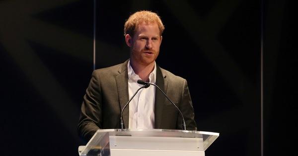 Hoàng tử Anh: ''Từ giờ hãy chỉ gọi tôi là Harry!''
