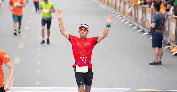 Người Việt đầu tiên chạy marathon 42,195km trên sân thượng chung cư