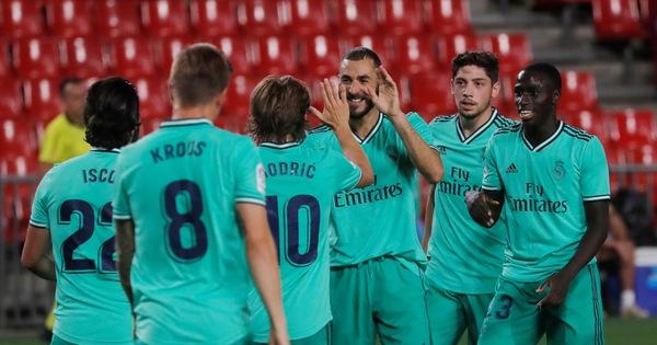 Thắng Granada 2-1, Real Madrid chờ nâng cúp vô địch ngày 17-7