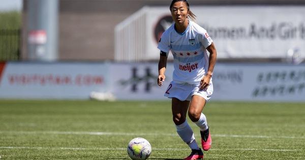 Nữ cầu thủ Nhật đầu quân cho CLB bóng đá nam