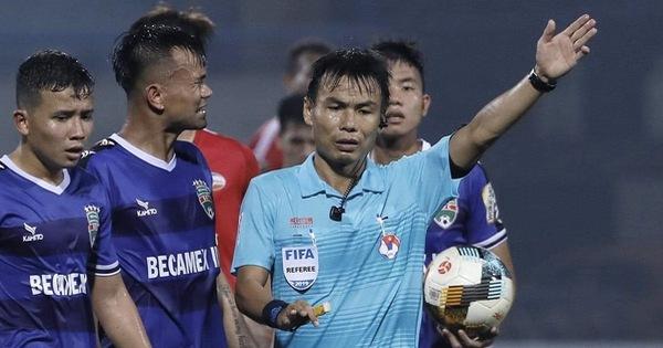 Giai đoạn 2 V-League 2020: VFF sẽ đưa trọng tài từng 'bẻ còi' trở lại?