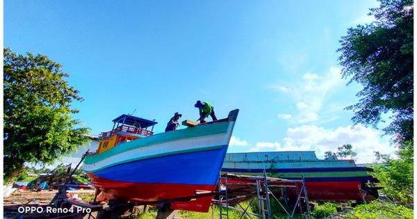 Chân dung thợ đóng ghe tàu biển qua ống kính OPPO Reno 4