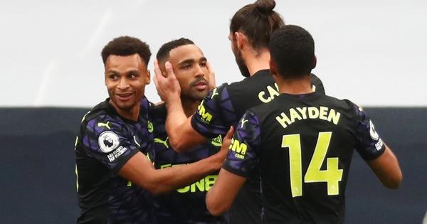 VAR 'nổ' ở phút bù giờ, Newcastle giật 1 điểm từ tay Tottenham