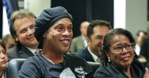 Mẹ Ronaldinho qua đời vì biến chứng COVID-19