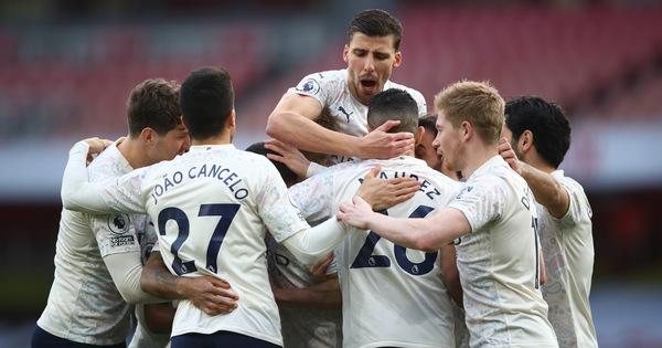 Hạ Arsenal, Man City thắng trận thứ 18 liên tiếp