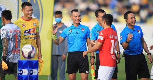 Thủ môn Nguyễn Thanh Thắng bị 'treo giò' 3 trận sau màn húc đầu vào trọng tài Nguyên Thành