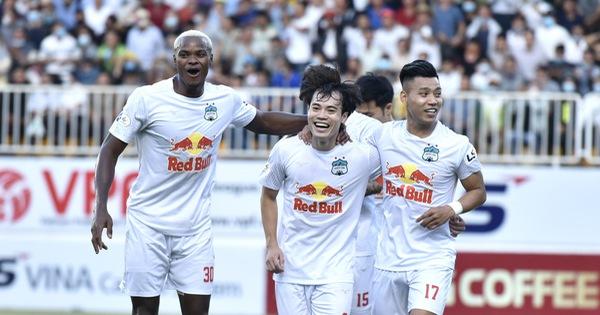 Chiến thắng CLB Hà Nội, HAGL giành vé đầu tiên vào nhóm 6 đội đua vô địch