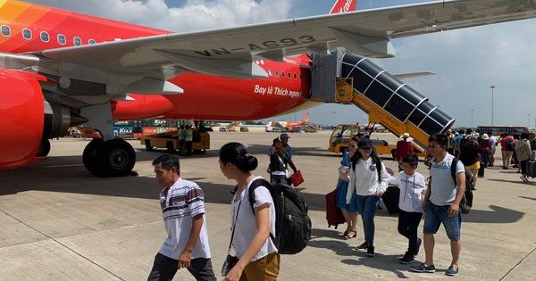 Hàng không ồ ạt bay đến Phú Quốc, giá vé 'nóng' từng ngày