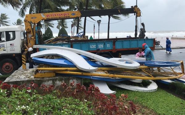Đà Nẵng chạy đua dọn dẹp đường phố sau bão