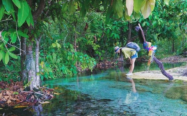 Đắm mình nơi hồ nước thần tiên ở Khlong Thom