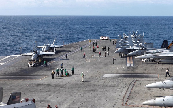 Máy bay Hải quân Mỹ chở 11 người rơi ngoài khơi Philippines