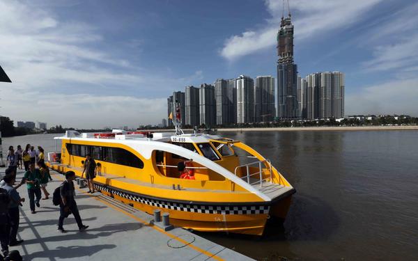 Trải nghiệm tuyến buýt đường sông đầu tiên ở Việt Nam