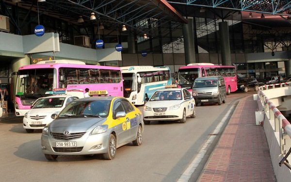Sân bay Nội Bài phải sửa quy định riêng về niên hạn taxi