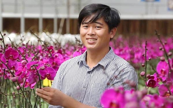 'Chiến binh' trồng hoa lan trên sa mạc