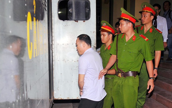 Công an phường chiếm đoạt tài sản lãnh 3 năm tù