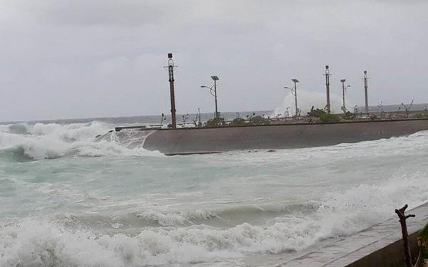 Bão Tembin giật cấp 10-11, áp sát quần đảo Trường Sa