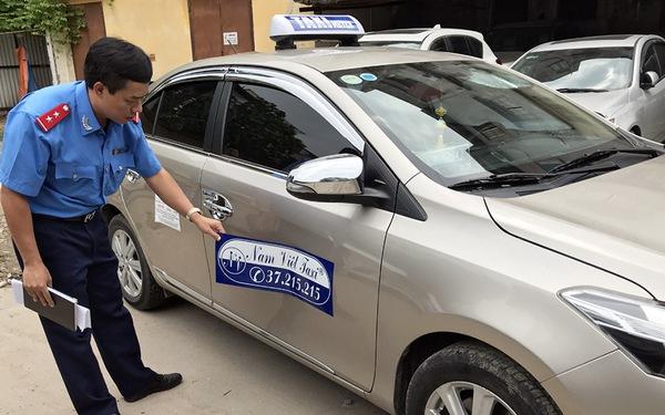 Taxi dù 'chặt chém' du khách bị phạt 11,5 triệu đồng và giam xe
