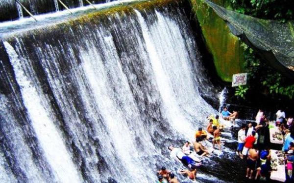 Vừa ăn vừa lội nước ở Philippines