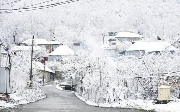 Thăm làng Sheki bé nhỏ bên dãy Caucasus hùng vĩ