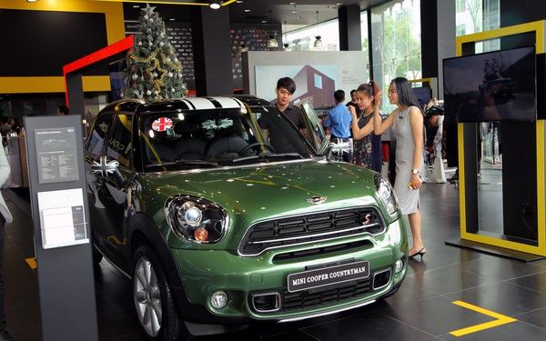 Thaco Trường Hải bất ngờ tăng giá xe hơi MINI và Mazda
