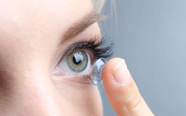 Những lưu ý khi sử dụng kính áp tròng