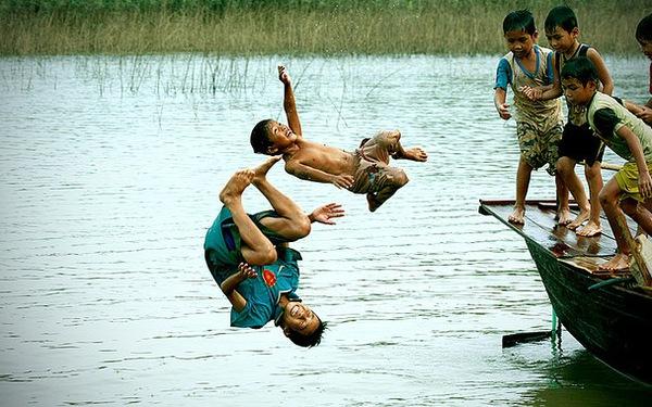 Mùa hè: Nỗi lo tai nạn thương tích thường gặp ở trẻ em