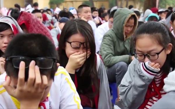 Học trò khóc rưng rức với lời dạy về tình thương cha mẹ